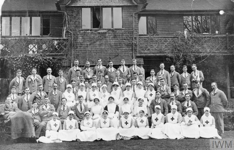 VAD nurses and patients at Hilders Military Hospital in Haslemere, 1919. © IWM (Q 108083)