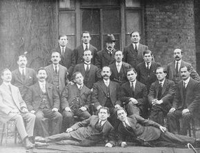 Group photograph of members of the Workers' Circle Friendly Society. 1916. © Jewish Museum 33.9