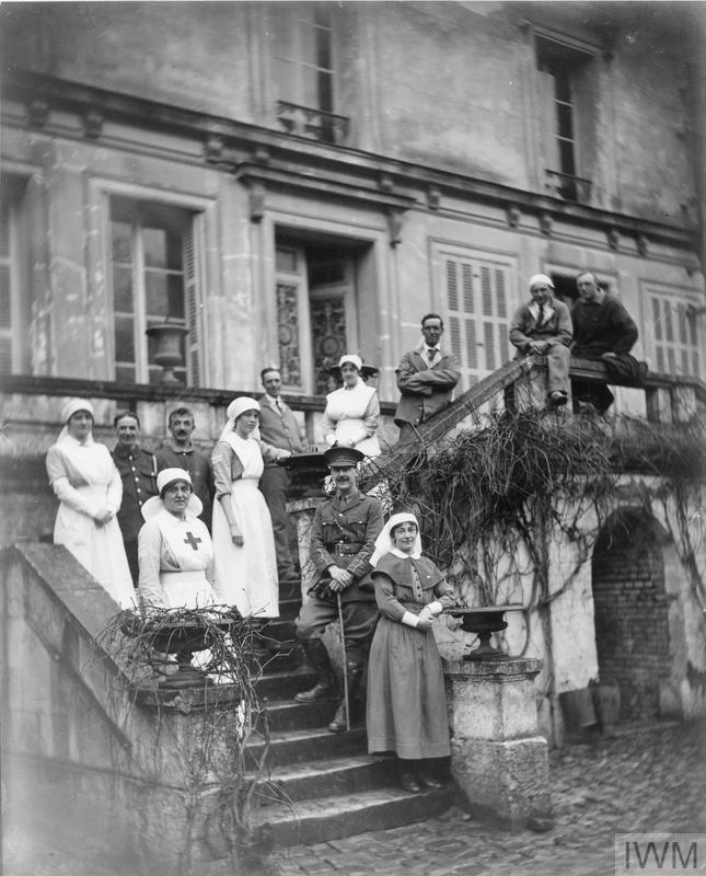 Matron Miss Neale and Miss Ida Milman of the VAD at the Red Cross VAD Hospital at Gournay-en-Bray. © IWM (Q 108137)