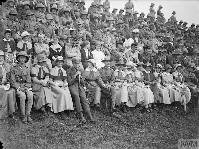 Officers and QAIMNS nurses watching the events at a Divisional Horse Show, August 1918. © IWM (Q 26999)