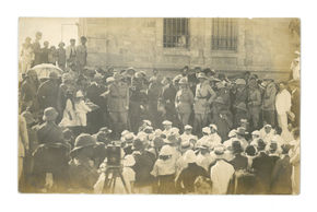 General Allenby addressing the crowd in Jerusalem. Adrian Andrusier Collection.
