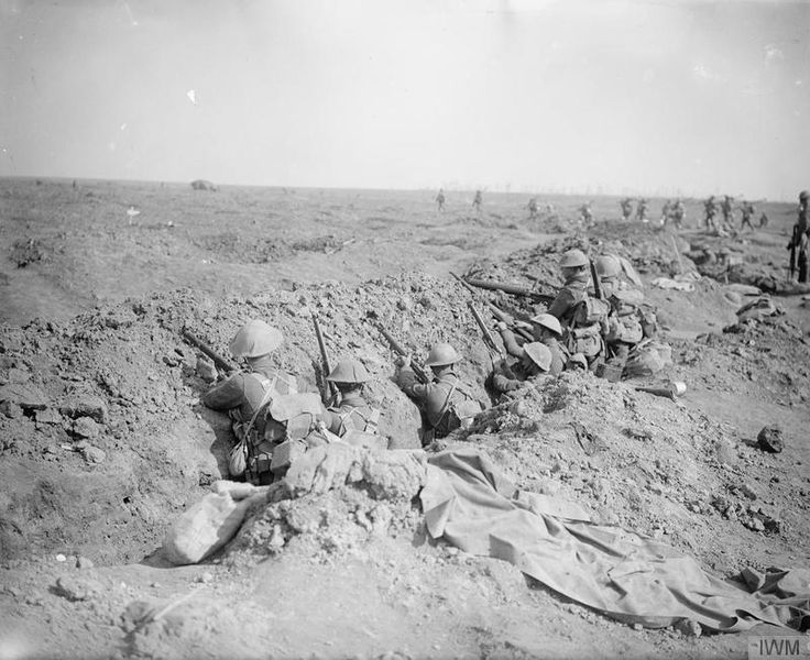 The Battle of Somme. Battle of Guillemont 3-6 September 1916. British infantry waiting their turn to advance. September 1916. © IWM (Q 4511)